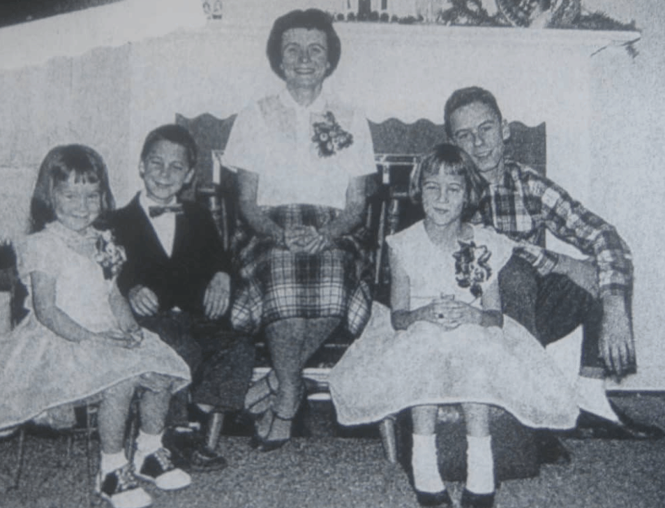ted Bundy with mother and siblings